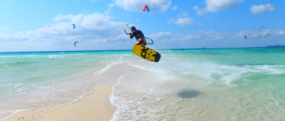 沖縄でカイトサーフィンをするならカイトクラブ!!